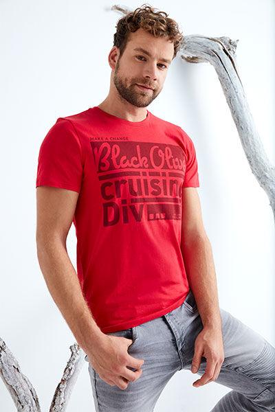 T-Shirts & Longsleeves entdecken